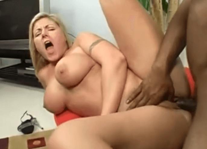 Obrovské prsia čierne porno