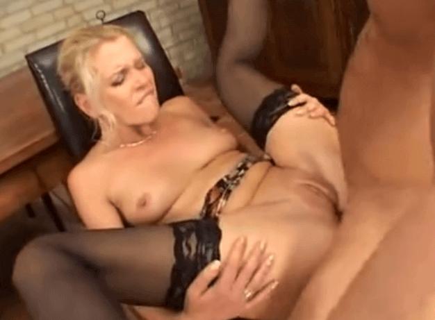 Mom xxx porno s milfkou a študentom.