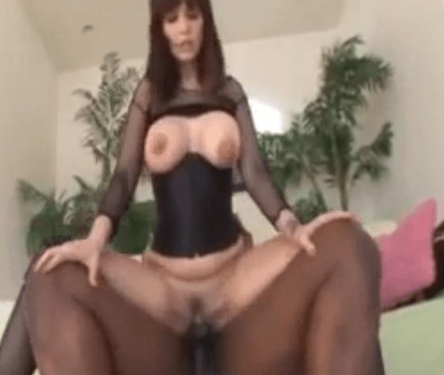 Staršie čierne porno hviezdy